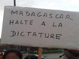 Halte à la dictature