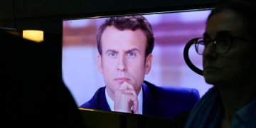French presidential election candidate for the En Marche ! movement Emmanuel Macron is pictured on a television screen backstage, seconds before the start of a live brodcast televised debate in television studios of French public national television channel France 2, and French private channel TF1 in La Plaine-Saint-Denis, north of Paris, on May 3, 2017 as part of the second round election campaign. Pro-EU centrist Emmanuel Macron and far-right leader Marine Le Pen face off in a final televised debate on May 3 that will showcase their starkly different visions of France's future ahead of this weekend's presidential election run-off. / AFP PHOTO / POOL / Eric FEFERBERG